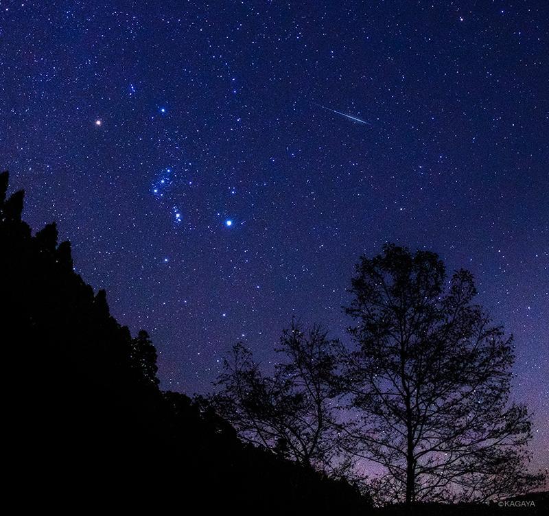 ふたご座流星群が今夜ピークとなります。見頃は20時〜夜明けで、真夜中に最も多くなりそうです。写真は昨夜のふたご座流星群の流れ星とオリオン座です。 pic.twitter.com/LRyE8BMVfk