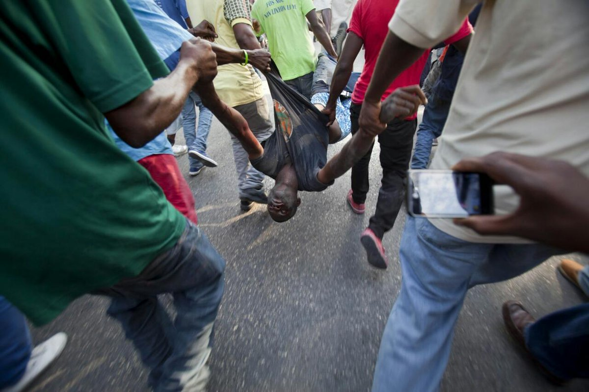 Police kill protester in today in #Haiti #BlackLivesMatter http://t.co/iCZf7FCYKp v @dominique_e_ http://t.co/yIQGYOdpc1