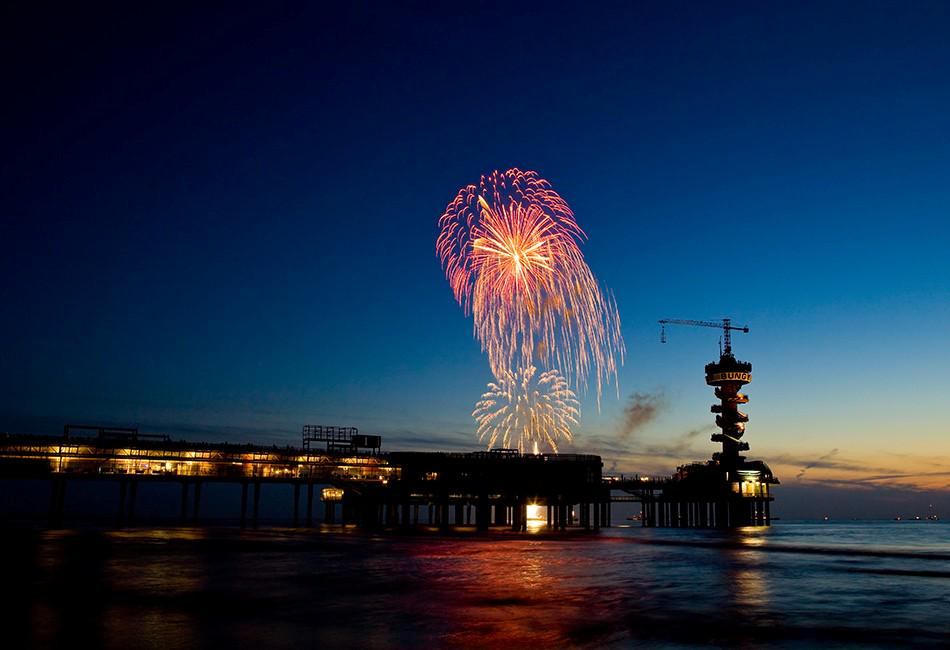 Vandaag om 17:30 uur Wintervuurwerk aan het strand van Scheveningen > http://t.co/mi9Wy2w5ij http://t.co/BIoAL9jRxo