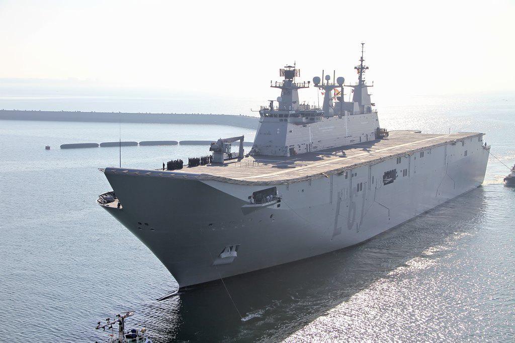 """オーストラリア海軍bot on Twitter: """"キャンベラ級強襲揚陸艦 スペイン ..."""