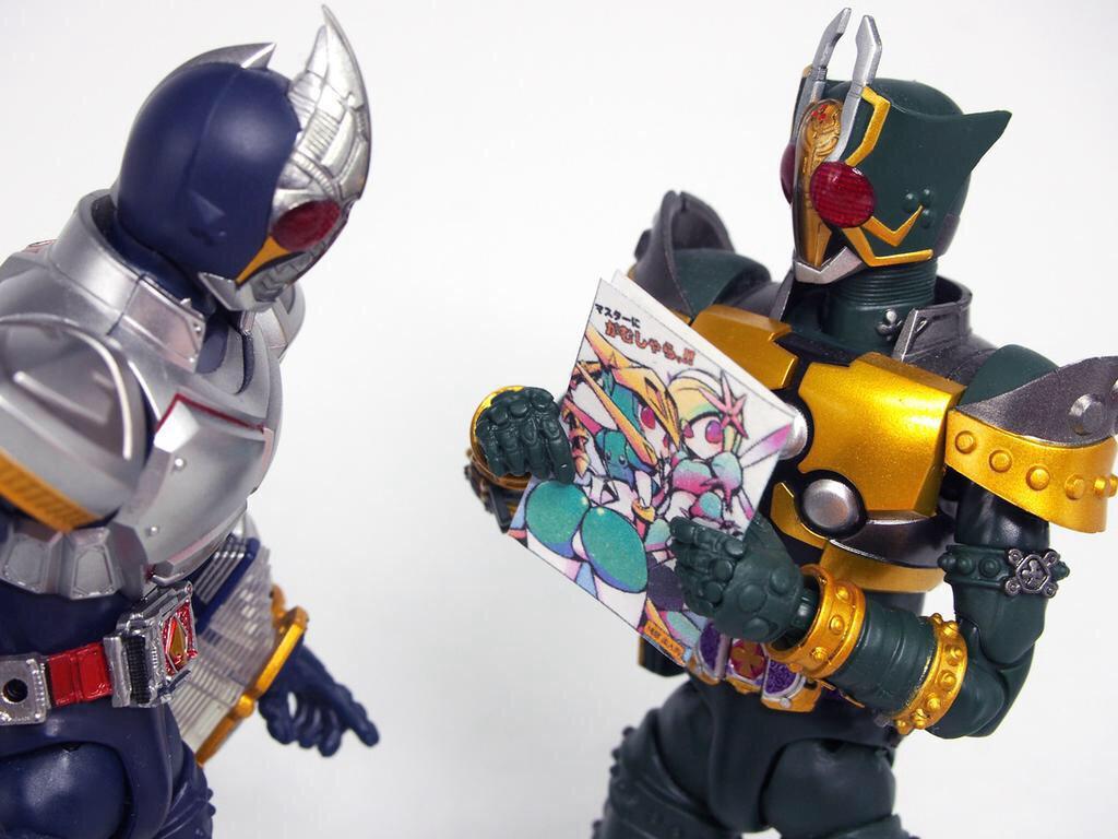 「剣崎さん、これからはロボットが身近にいる時代が来ます、つまりロボ娘の時代ですよ!しかもこの新刊を買うとペーパーパークラフトまでついてくるんです!」 「へ、へぇ…」 pixiv→