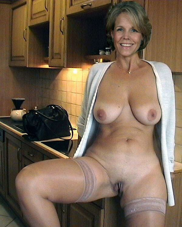 Cougar woman nude mom