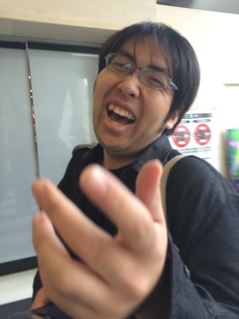 犯人の顔写真を公開します。よろしくお願いします。  [DEAD OR ALIVE] むー ¥10,000,000,000 http://t.co/MtnvtTZKWx