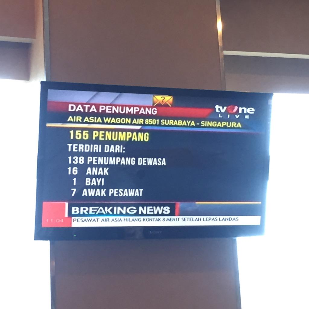 Waiting for a flight home and I'm seeing this. Flight missing near Pulau Belitung. Praying all will be alright. http://t.co/bSY9Xng2fW