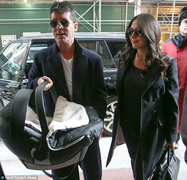 Baby Bella Boutique On Twitter Simon Cowell Carries His Newborn Son Earlier This Year In Cybex Aton Q Car Seat Carseat Cybexatonq