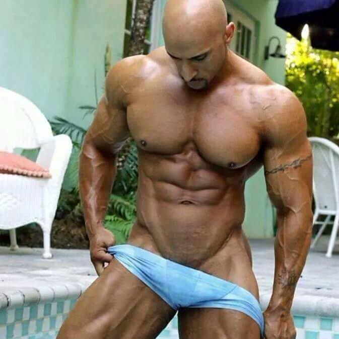 chica en chica gay musculoso
