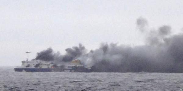 Il dramma del traghetto Norman Atlantic in fiamme.