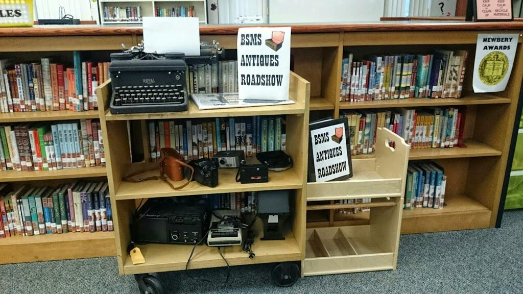 """Don't throw out anything! Ss love trying out the typewriter in my """"Please Touch"""" museum on a cart. #txlchat http://t.co/49j0uW2kJU"""