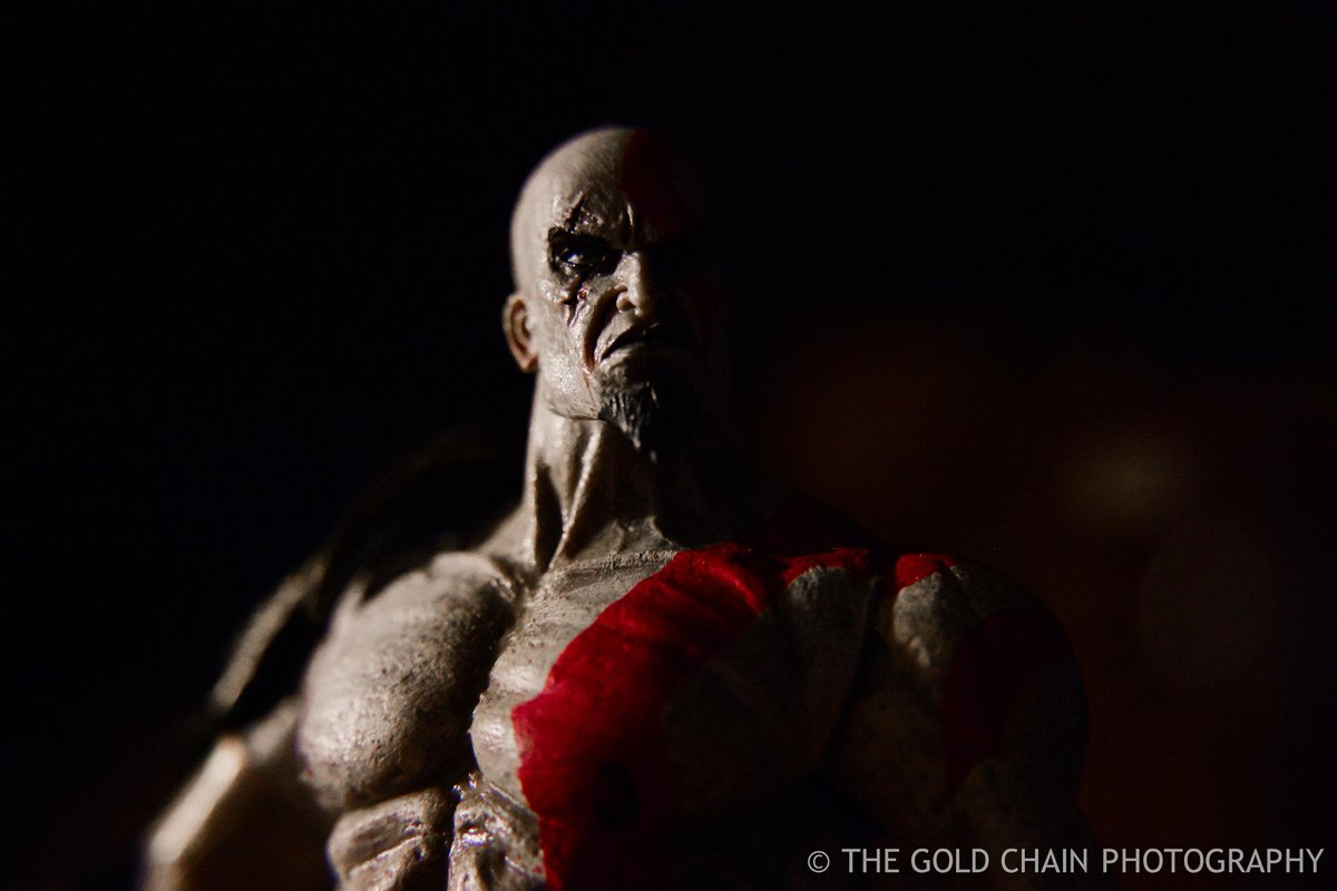 Got my hands on some macro lens adapters & decided Kratos will be my 1st subject. Turned out great! @SonySantaMonica http://t.co/kNF3W84SmI