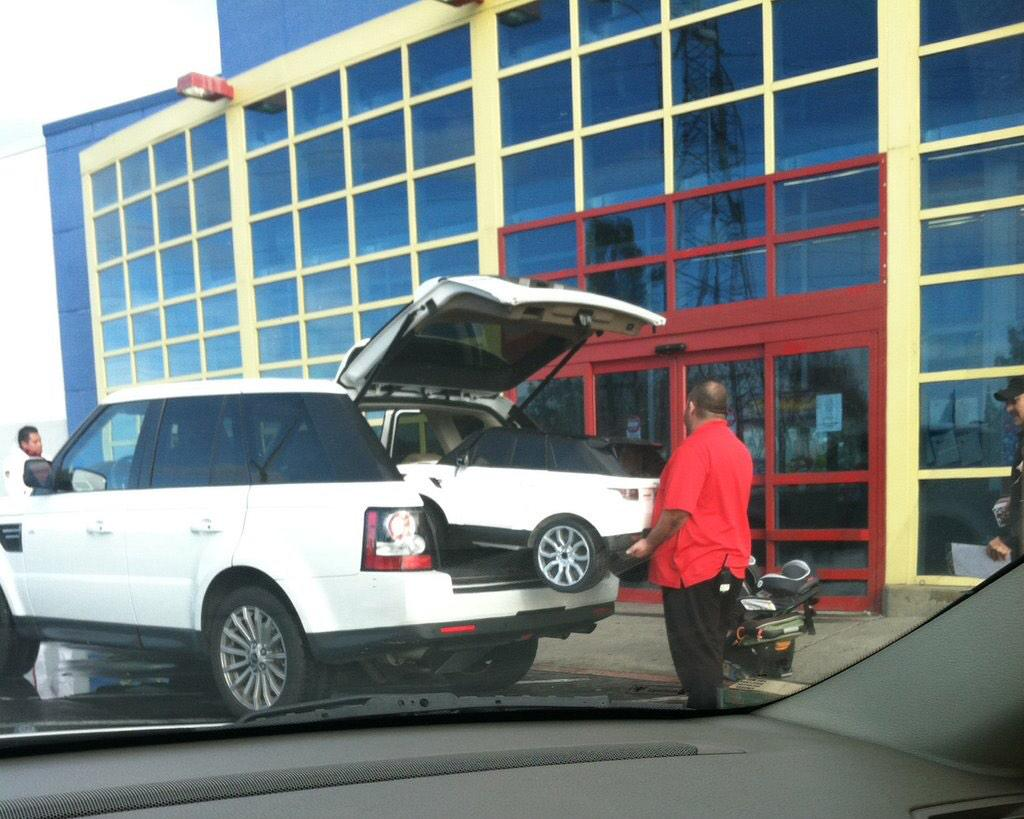 Not many get to witness the birth of a baby Range Rover. http://t.co/Ag4TbVXVLN