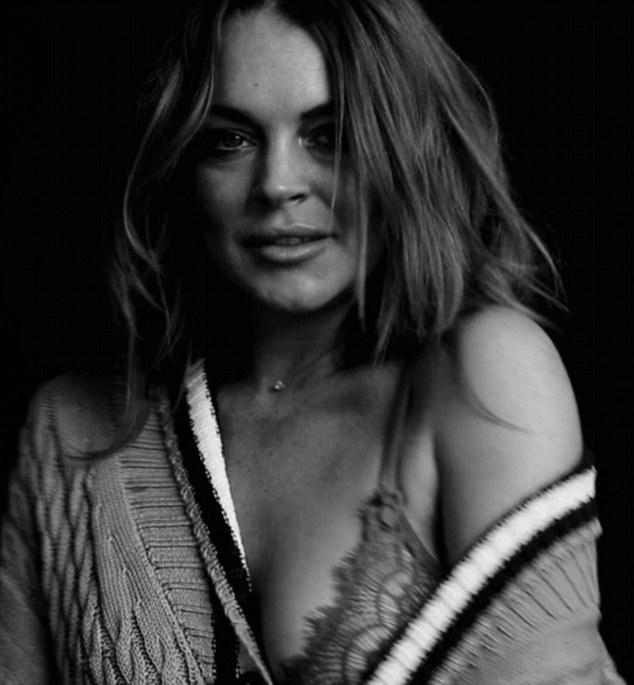 Lindsay Lohan sem roupa na Love Magazine