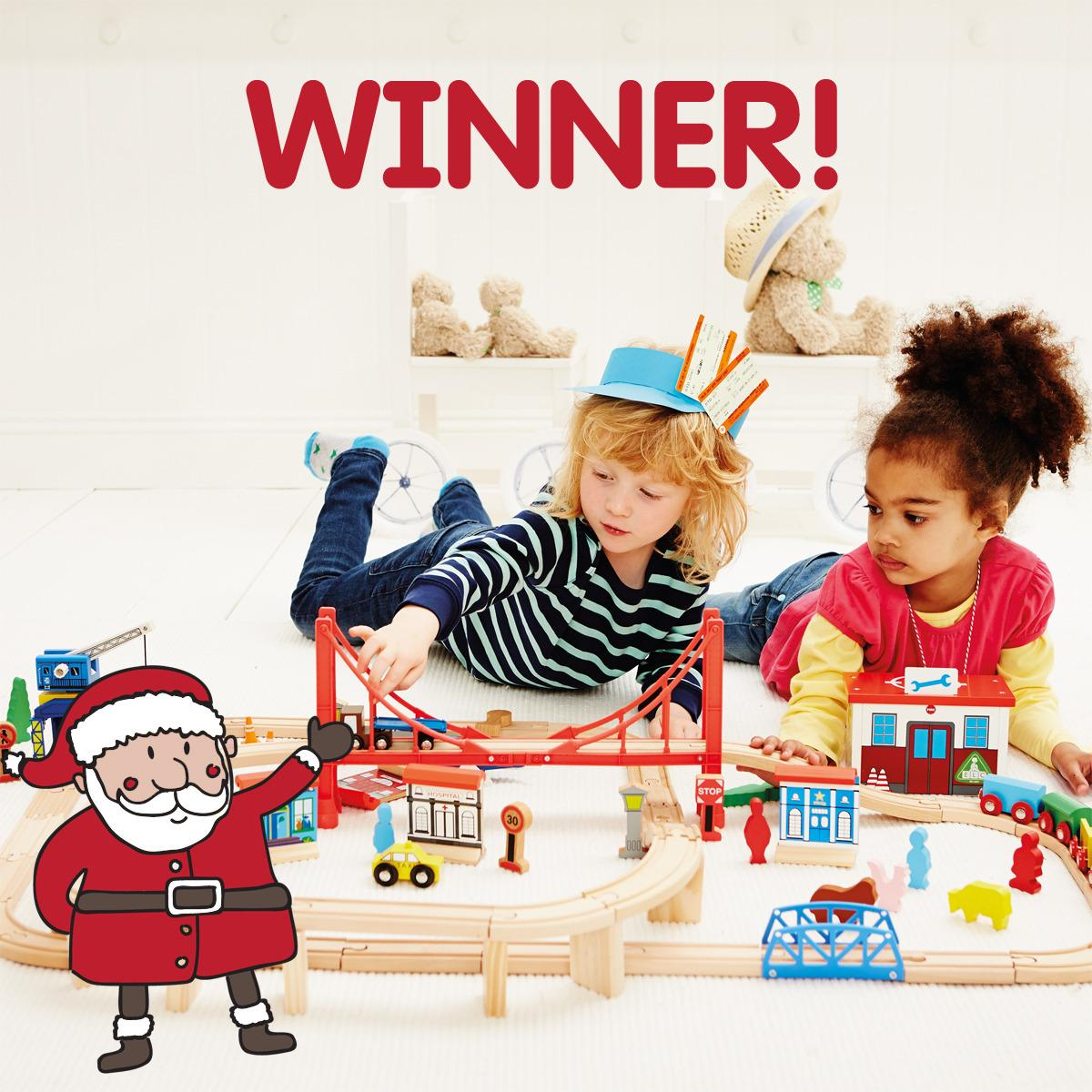 Lovely picture popped up on our timeline - great to see @ELCUK know that #girlslovetrains! MT http://t.co/I4gKXziJTz http://t.co/EvNceBoWm8