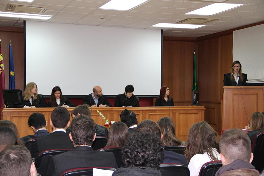 Estudiantes de @UCAM_Derecho representarán durante tres sesiones los Juicios de Núremberg http://t.co/EHUjfo7gy7