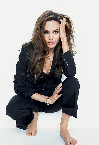 Who looks better in a pantsuit: Angelina Jolie or her daughter? http://t.co/qhOMmLBTaj http://t.co/5ItUUvEnne