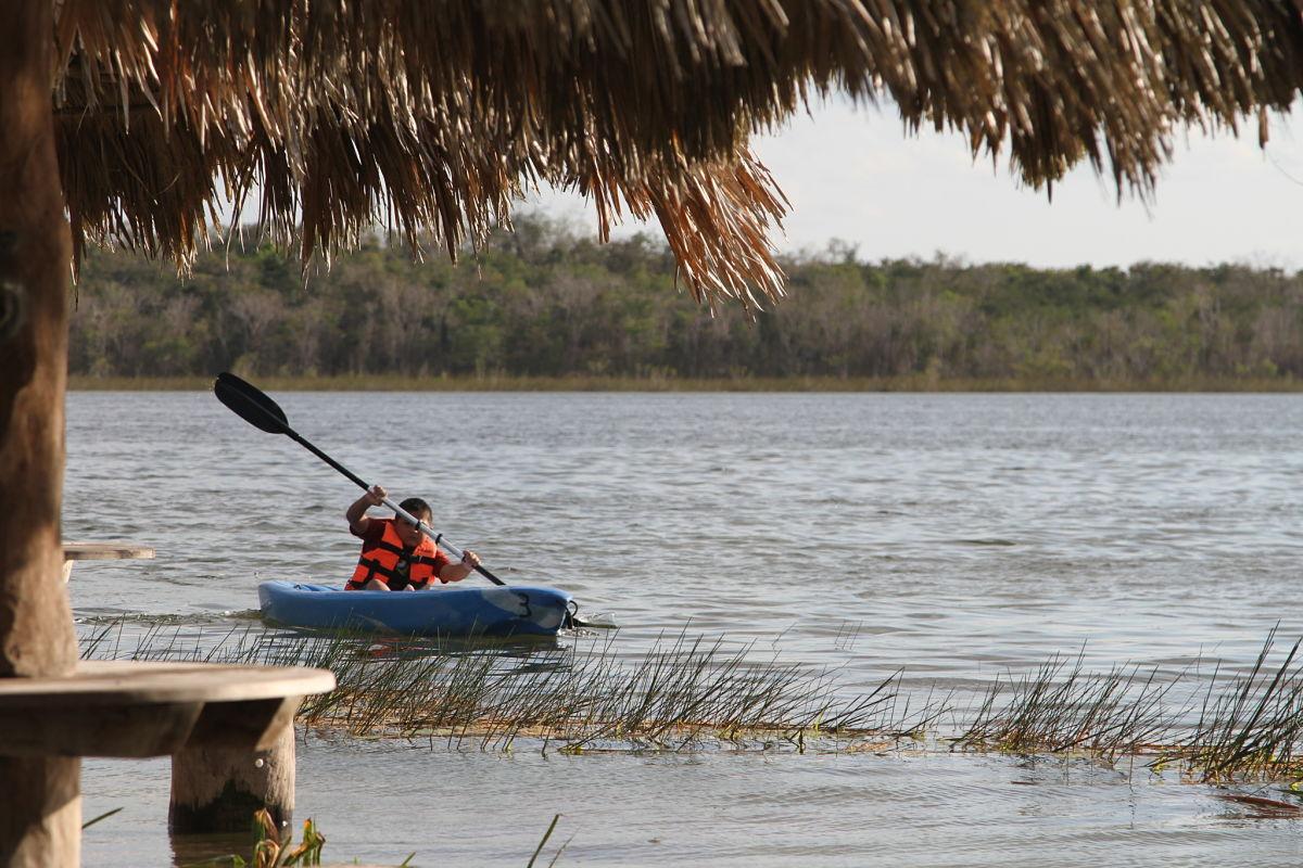 En Much Kanan K'aax puedes pasear en kayak.