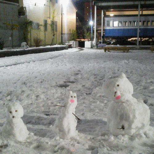 わーい、わーい、雪のおかげで米子の人口、3人増えたー http://t.co/LejYvcouFf