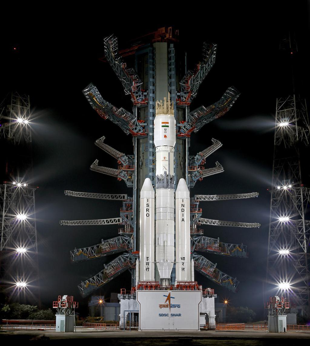 後光が! RT @kin_mokusei: 千手観音か、虫の足かです。 RT @polygon0323: インドのロケット(GSLV III)、なんだかとってもインドっぽい。うまく言い表せないけどインドっぽい。 http://t.co/Phgf4YfJyn
