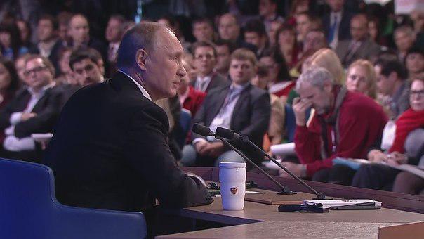 Ретвит, если солидарен с мужиком в красной кофте на заднем плане http://t.co/NihkZJUkvs