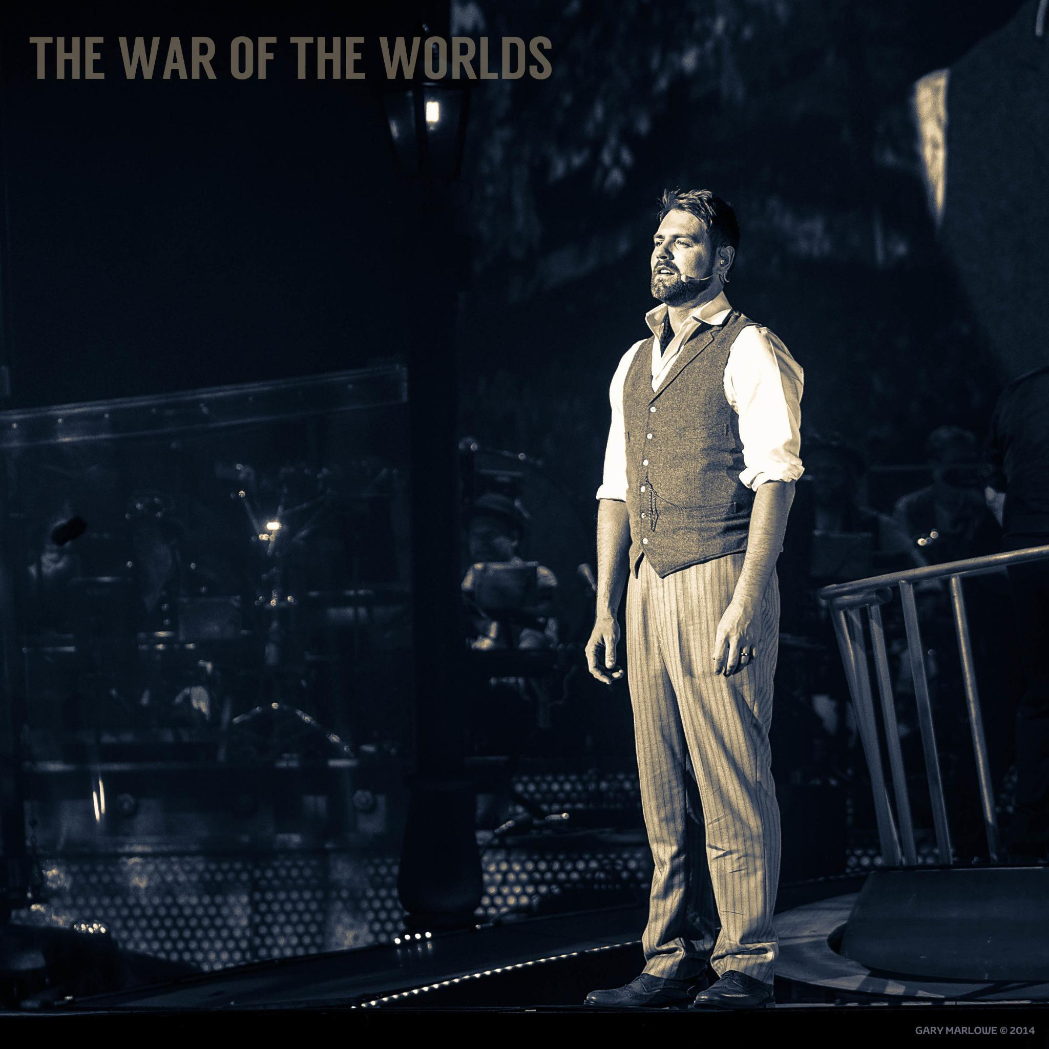 RT @gmarlowe: PHOTO: @BrianMcFadden photographed by Gary Marlowe during The War Of The Worlds at @BrightonCentre @twotwofficial http://t.co…