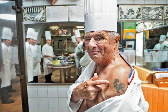 El chef Paul Bocuse, 88 años, causó furor en redes sociales esta semana con esta foto http://t.co/uLHzh6DAMs