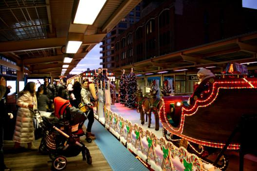 RT @MrTimDunn: I say this EVERY year: but why doesn't London have a @TfL Christmas Train like Chicago? http://t.co/8zI4fEXUFV http://t.co/x…