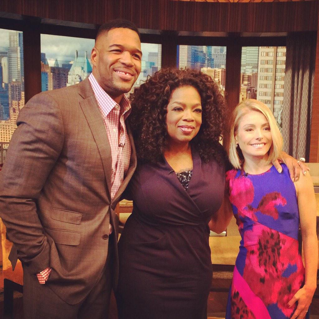 Love hangin with these two…chattin it up! @KellyandMichael http://t.co/Fd0MoMyIdn