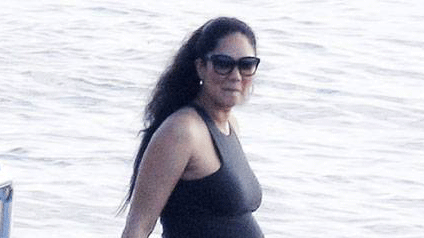 #KimoraLee looks VERY pregnant while spending time on a yacht with her family! http://t.co/JjtA0BfkYW http://t.co/L0jFL38Vj7