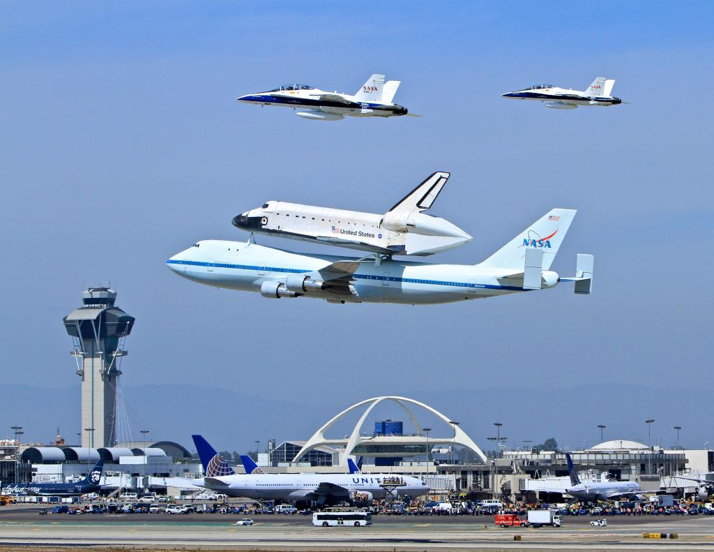 She flew by my house! MT @flyLAXairport: Do you remember seeing this wonder in 2012? Get up close @casciencecenter http://t.co/F9IaXFBE9R