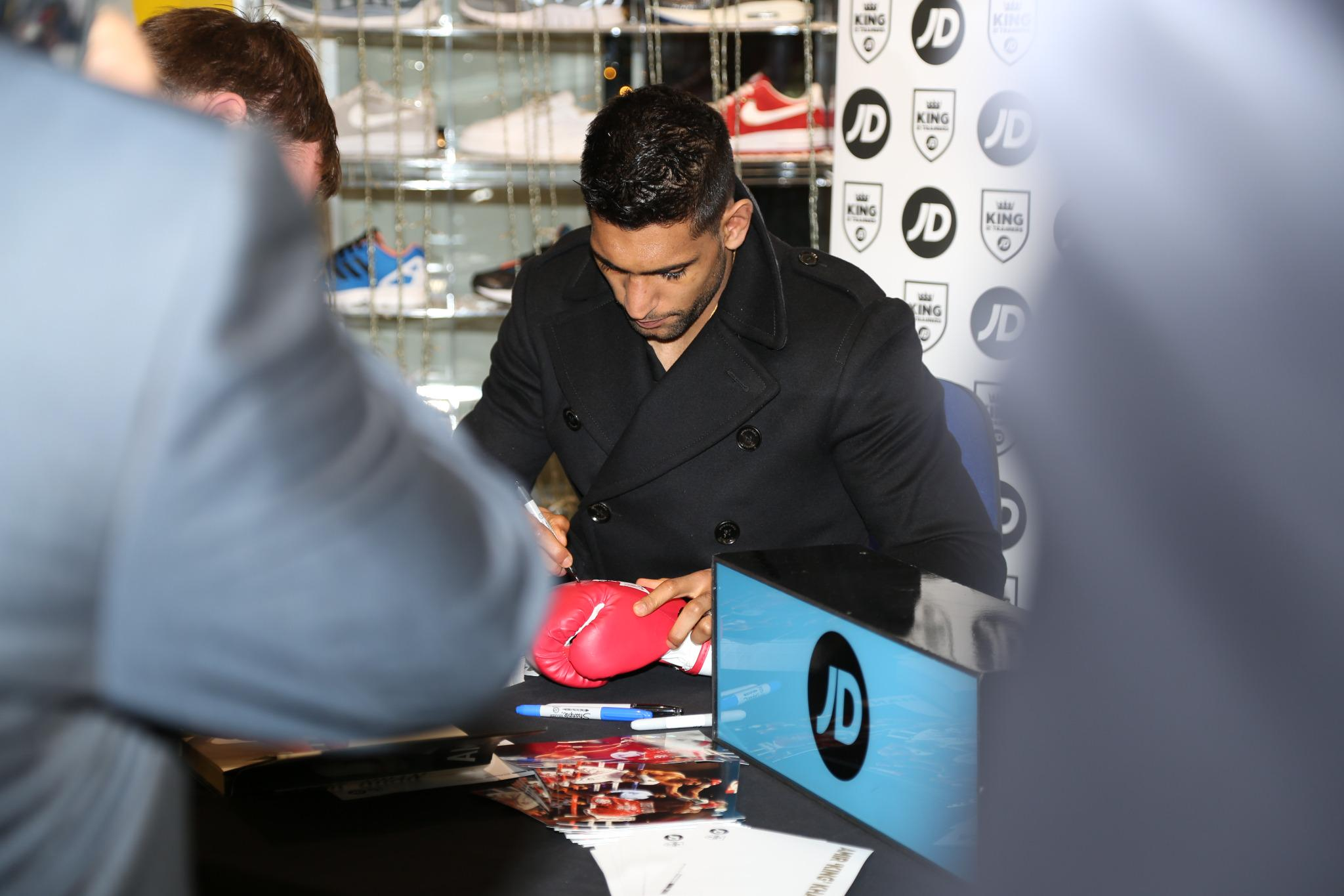 RT @JDsportsfashion: .@AmirKingKhan is currently doing a signing session in #jdsports Market Place, #Bolton. He'll be around until 7pm. htt…
