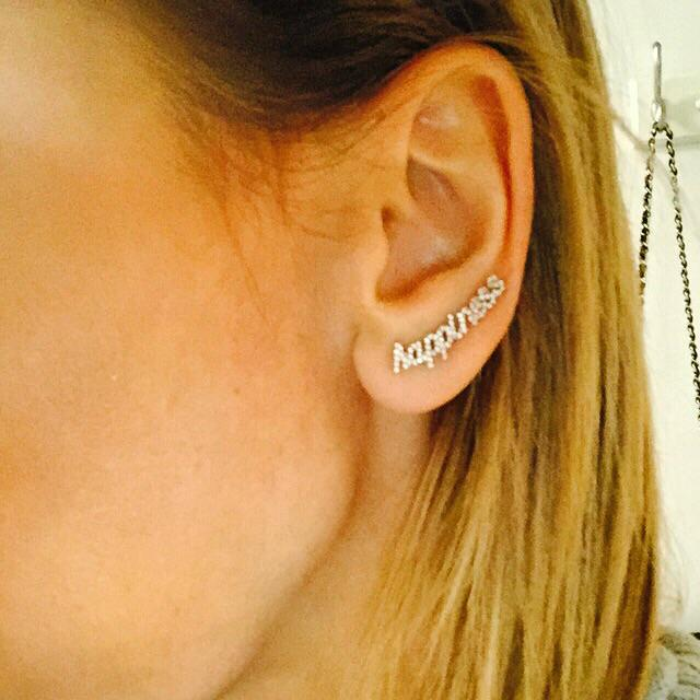 These earrings by @Thea_by_ED make me happy:). Thank u @tracypaulandco for introducing me to #Thea. Xo http://t.co/T971TrgPpP
