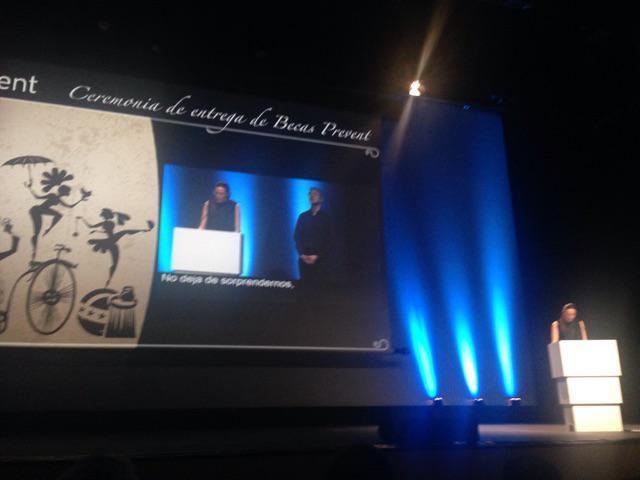 Montse Moré hablando de la preciosa Alba en las #CeremoniaBecasPrevent http://t.co/sLaHtZfwx7