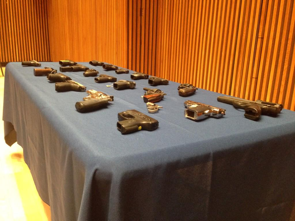 Cops say these guns belonged to @BobbyShmurdaGS9 and #GS9 gang 21 weapons seized #NBC4NY http://t.co/GTAYHWgjTT