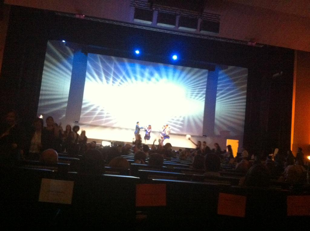 La Decada Prodigiosa todos a bailar!!!!! @fprevent #CeremoniaBecasPrevent http://t.co/fzjbtEciDn