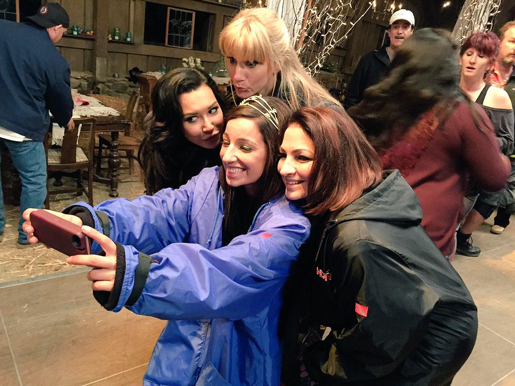 Youie of a selfie! @NayaRivera @HeatherMorrisTV @littlelengies @GLEEonFOX http://t.co/UL1VIlyiqC