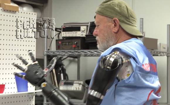 Badass double amputee is able to control robotic arms with his brain power! Check it out!! --> http://t.co/zhd63fIY91 http://t.co/Uklbt3349S