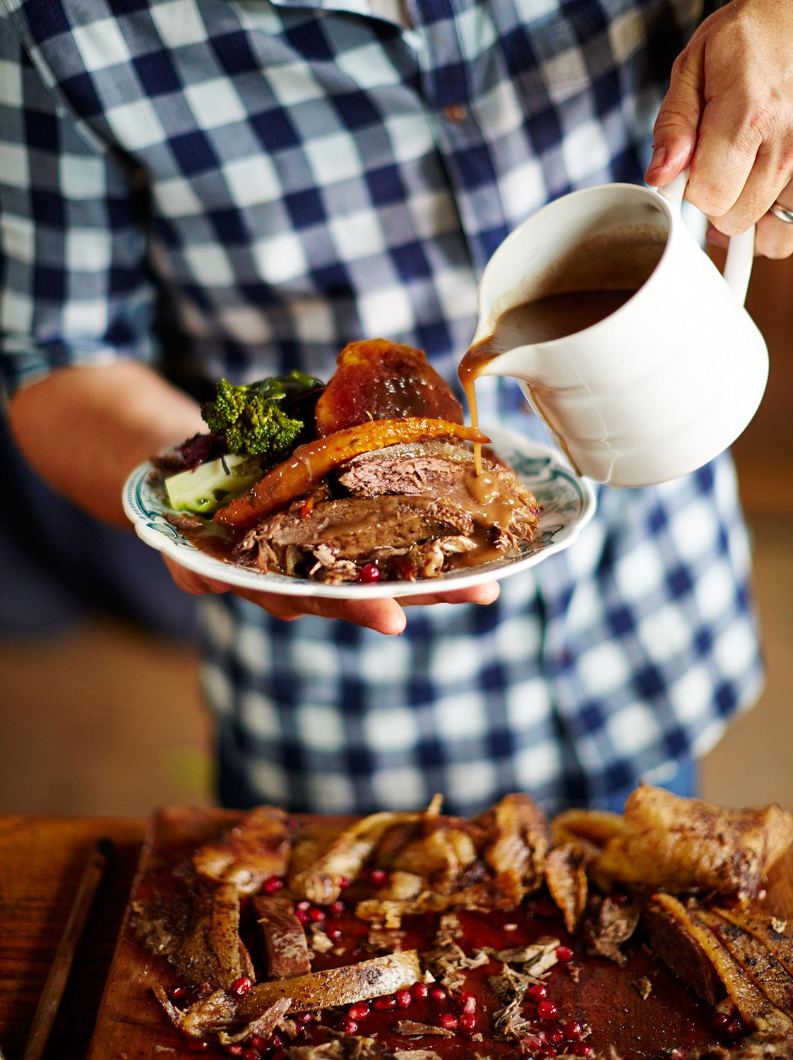 #Recipeoftheday is a #Christmas classic! Spiced roast goose with a rich port gravy http://t.co/Z8BDwkMuxC http://t.co/wBxRwI5PSg
