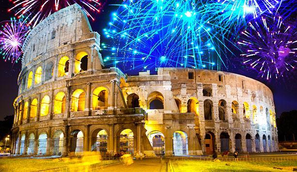 Festa di Capodanno 2015 a Roma con fuochi d'artificio.