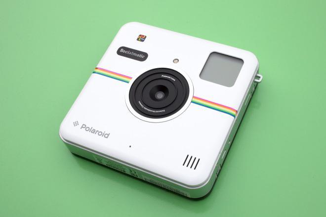 アプリアイコンのようなデザインで、即時プリントとウェブ投稿に対応したデジタルカメラを、ポラロイドが発売した。 wired.jp/2014/12/19/pol… pic.twitter.com/2wIZYmzaun