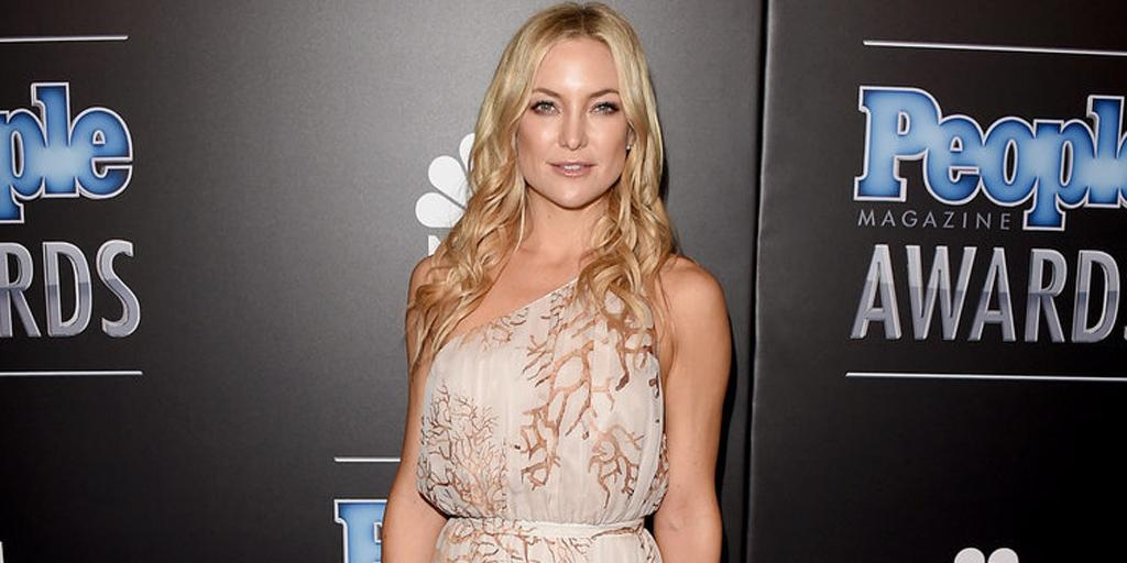 We bow down to Kate Hudson, the bohemian goddess of the red carpet in @MaisonValentino http://t.co/Lb71GtLTXd http://t.co/oGvajsytch