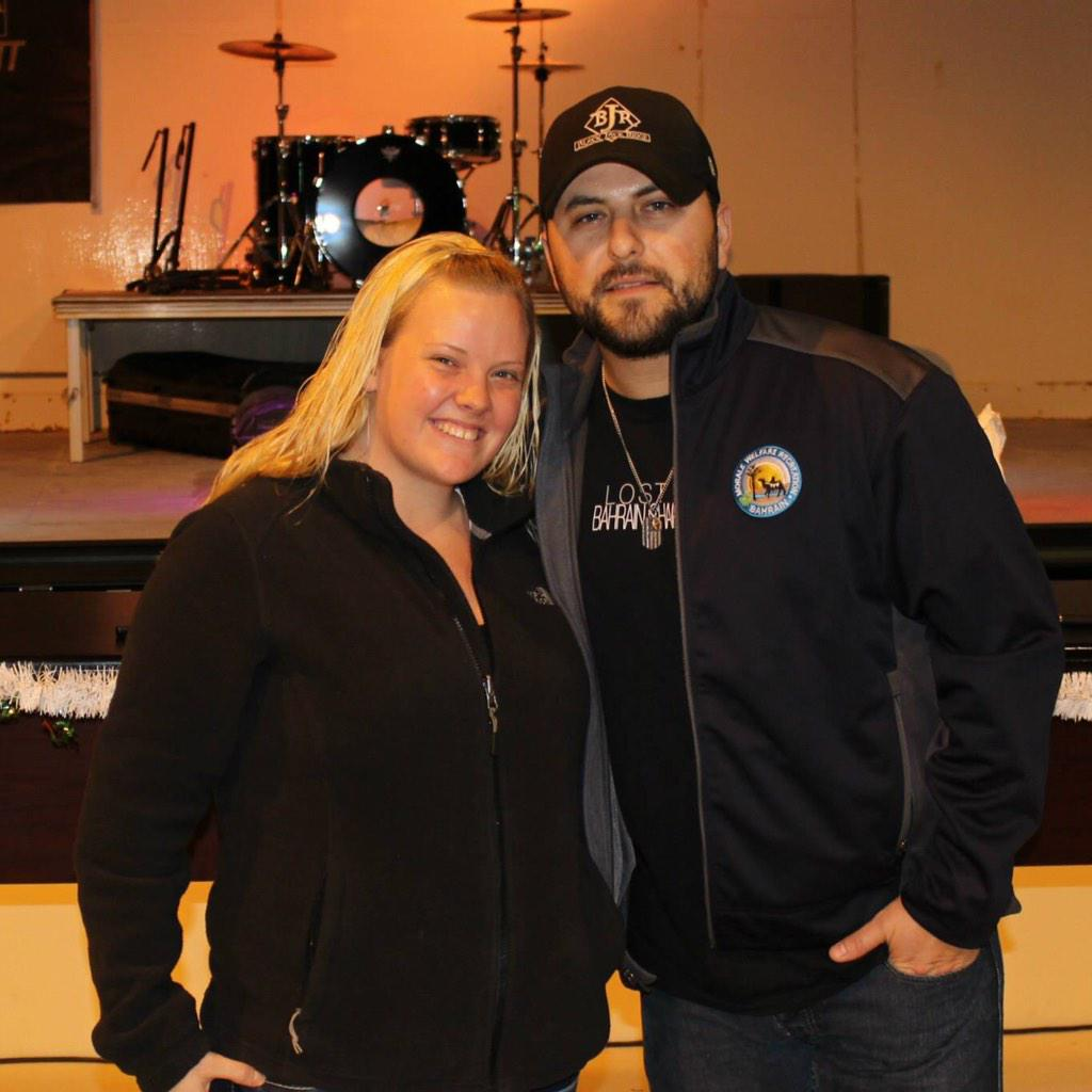 Got to see @tylerfarr perform live! It was amazing!! Thanks for coming all the way over here and the awesome show! http://t.co/T4ncJ5Q6GO
