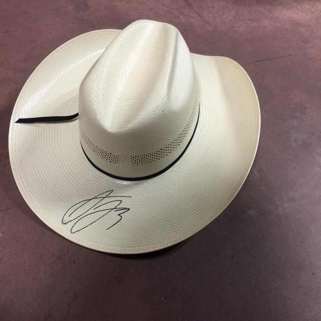 Tonight's giveaway is a signed cowboy hat!! Retweet for a chance to win! #AD3Christmas http://t.co/EwC98tQ3ld