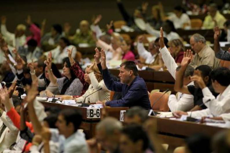 Notable: Asamblea Popular de Cuba fue creada en 1976, y tiene 612 diputados. Nunca ha registrado un voto en contra. http://t.co/x50HP0KJUz