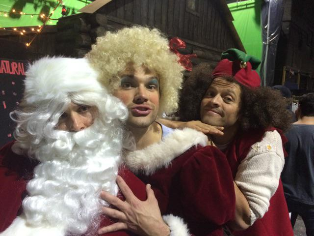 Mr. And Mrs. Clause (I.e. @jarpad and @jensenackles) you are very handsy. http://t.co/yrEZbEE1lS