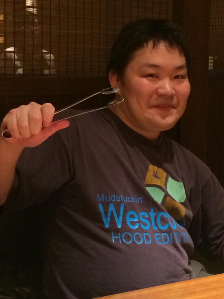 CSGO日本代表チームcipangu.GOのshirleyastre(山内さん)です!csgoをプレイしてる時のように焼肉で張り切っております!! http://t.co/f6J3xyGKt5
