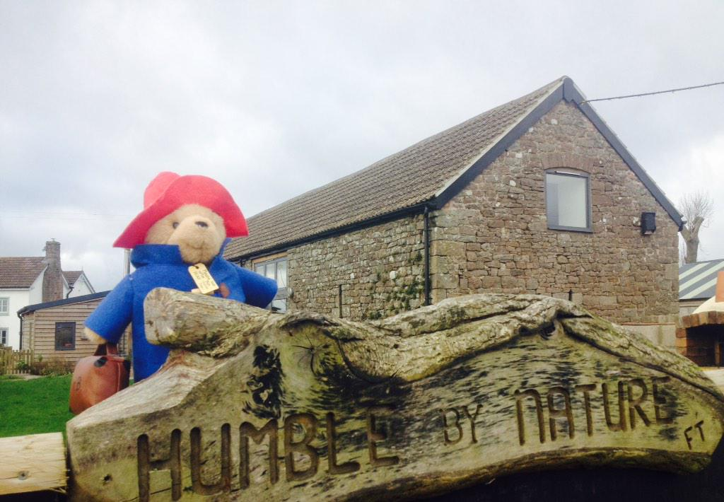 RT @farmerhumble: Our special visitor has arrived! Paddington is here @katehumble's cafe today & Sun #PaddingtonsBritain #deanwye http://t.…