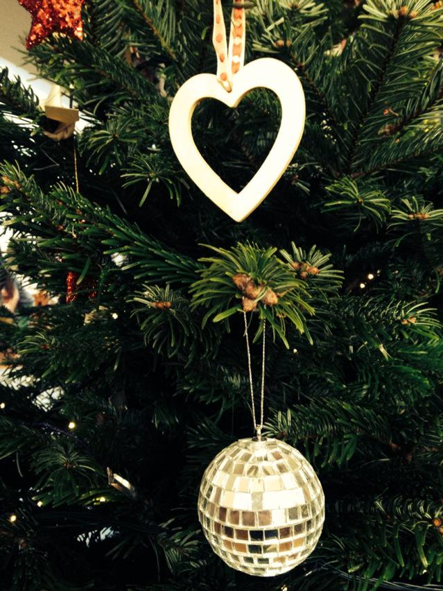 The glitterballs are on the tree, the Buble's on the ipod... let's get this Christmas started ❤️ http://t.co/JVObtkqNmT