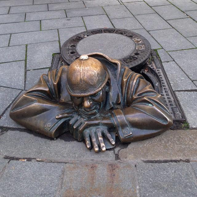 Manhole sculpture in Slovakia. #NFTO http://t.co/XnYcYhmnMd