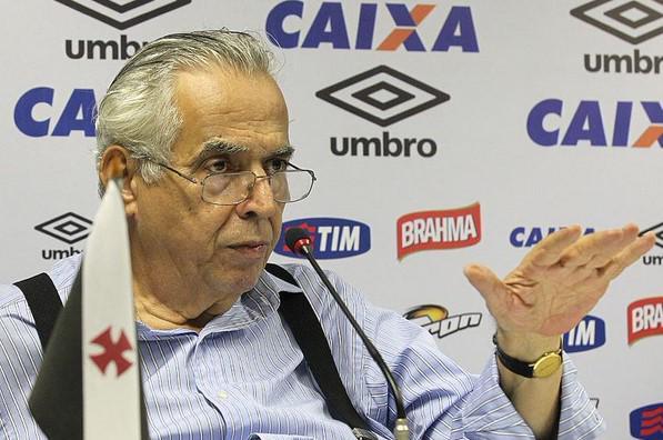 'Vou bater muito no Flamengo', diz Eurico Miranda. http://t.co/CpWeOh3uAd http://t.co/Qa1PoWHgNp