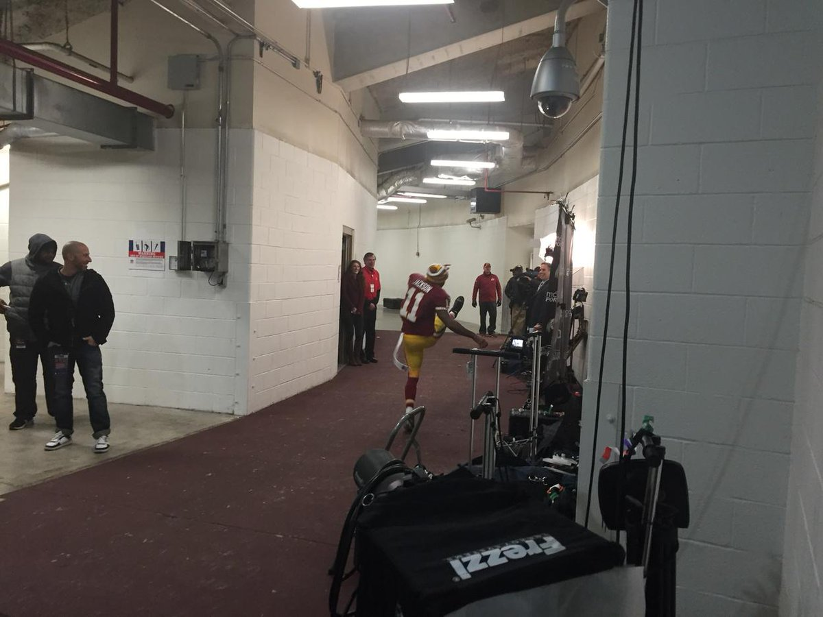 """DeSean Jackson dancing as he enters tunnel. """"Get the f-ing Birds out of here,"""" he said. #Eagles http://t.co/J30c7C3duB"""