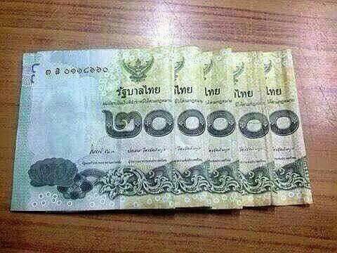 เมียบอกให้เงินไปเที่ยวปีใหม่ 200,000 มันบอกว่าวางอยู่บนโต๊ะ พอไปดูน้ำตาแถบไหล... http://t.co/tMJE30y7bw